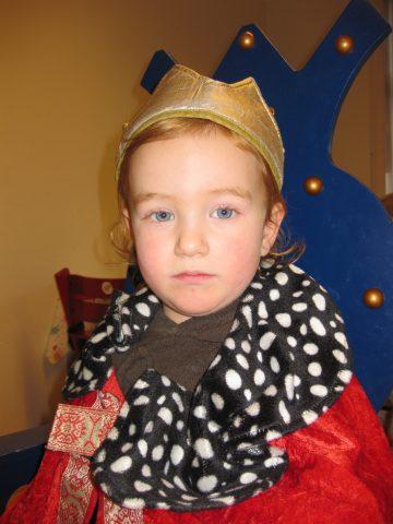 Portrett av et barn kledd ut som konge