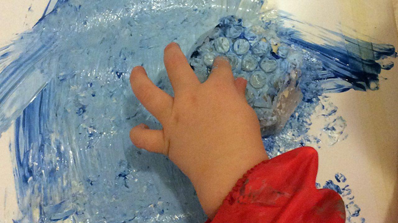 Maler med bobleplast