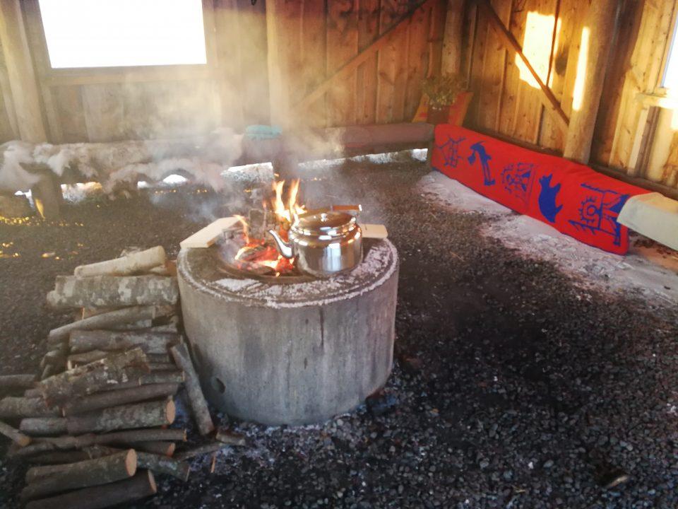 Bål og samiske artefakter