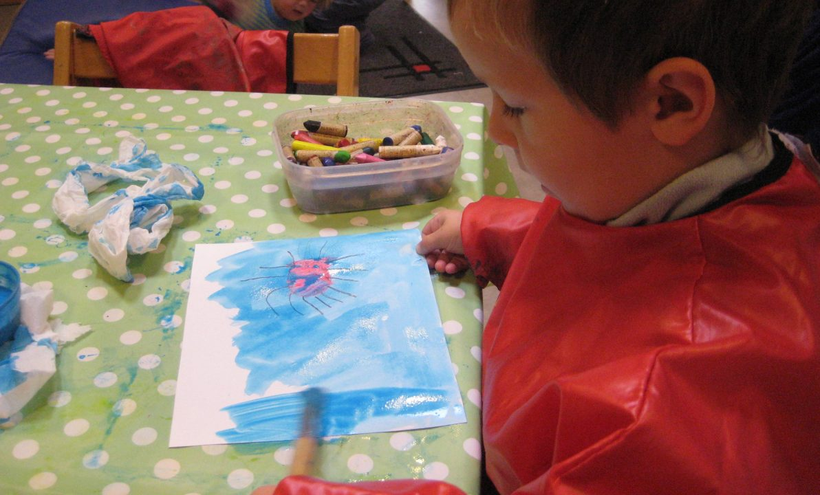 Barn maler edderkopp.