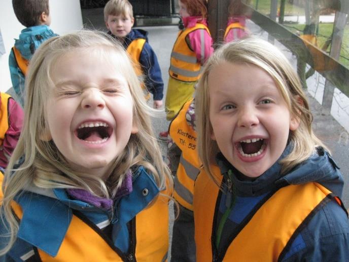 Barn som ler.